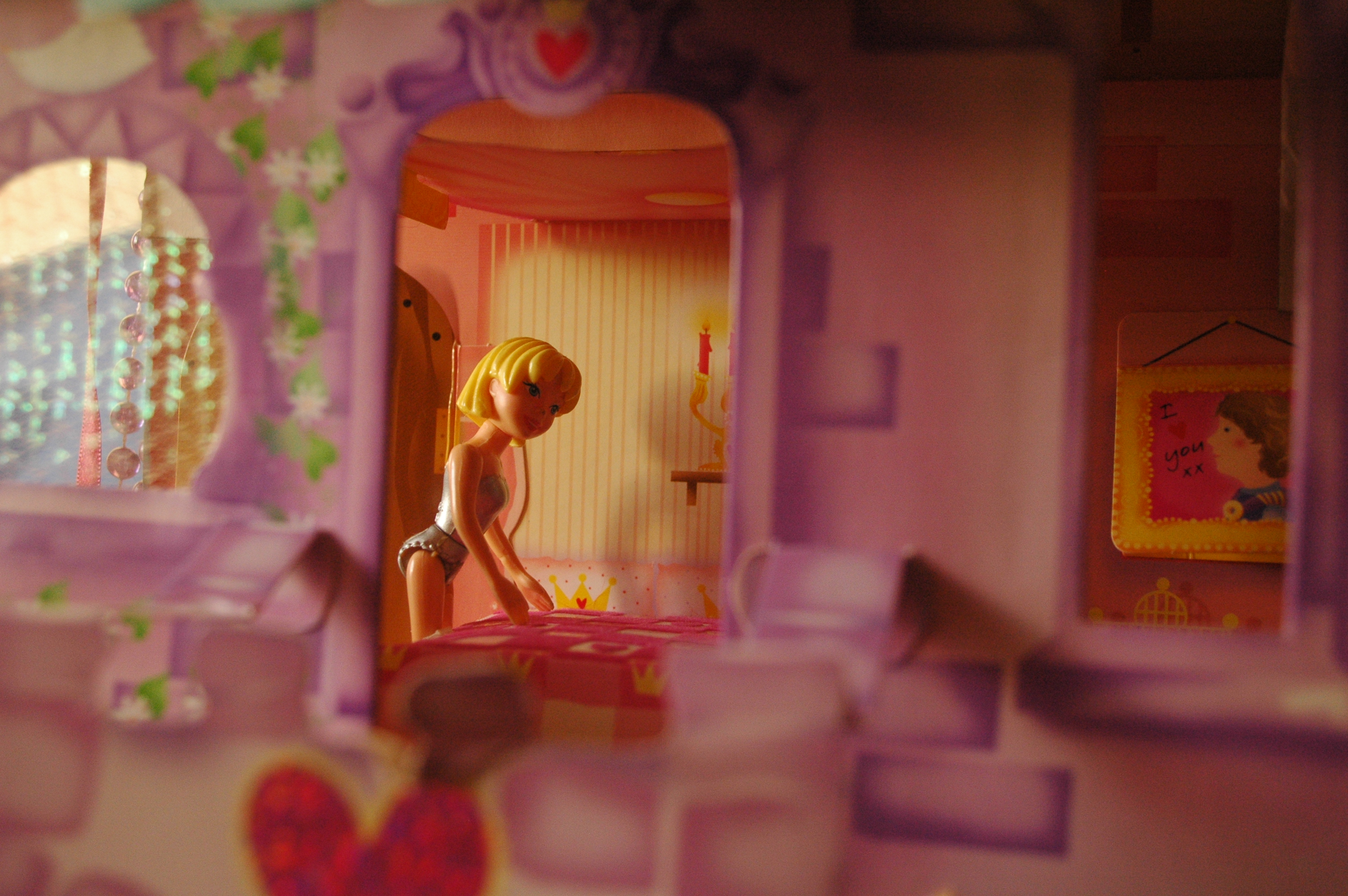 16608 || 3314 || Toy stories - looking