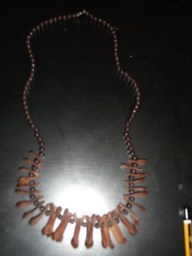 Brown seeds necklace by Iraqiwomenartwar المراة العراقية ،الفن و الحرب